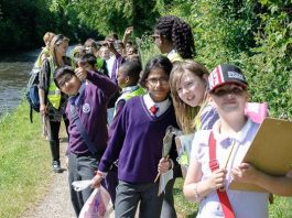 Pupils from Ark Rose Primary Academy learn about their local area by walking the Worcester & Birmingham Canal