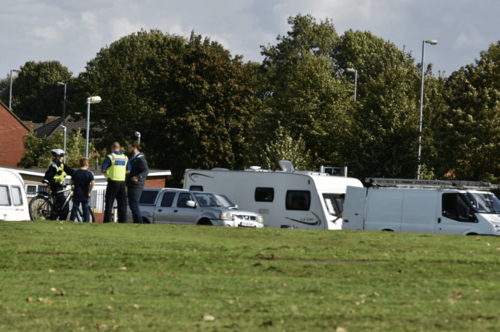 Travellers set up camp (12:50) at Long Nuke Park - Bartley Green
