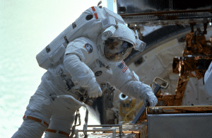 Mike Foale works on the Hubble Space Telescope, 1999.